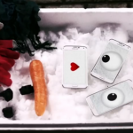 Samsung Creates a Snowman Using The Galaxy S5